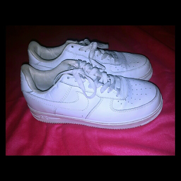 White Nike Air Force One Size (7.5 men)(9.5 women)