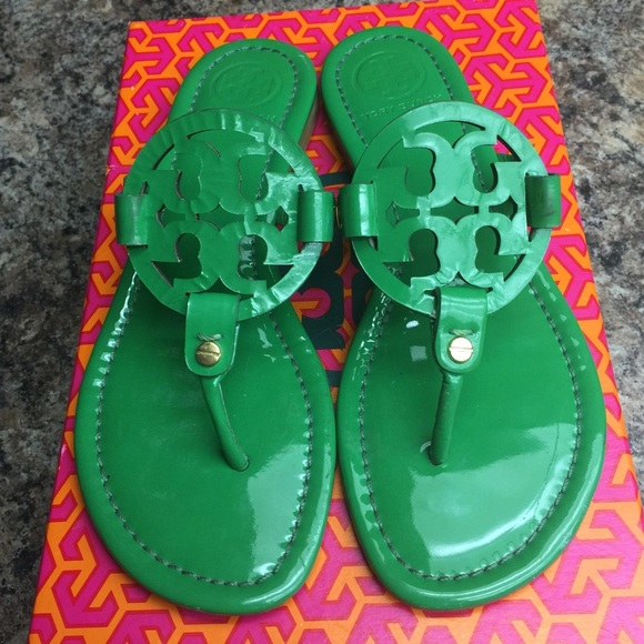 80d5bb70fe84 Tory Burch Green Patent Leather Miller Sandals. M 564d6aa915c8af72960047a1