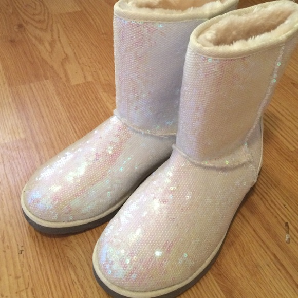 Kohls Shoes | White Sparkly Boots