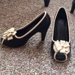 ModCloth Shoes - Black and white heels