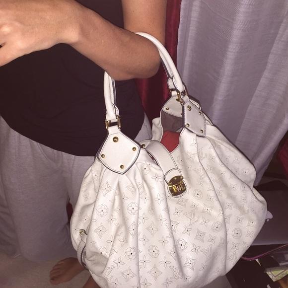 569f4e3a6b06 Louis Vuitton Handbags - Louis Vuitton mahina xl