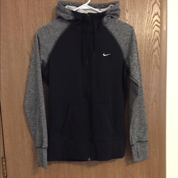 free shipping 28b95 5702f Women s Nike therma-fit full zip hoodie. M 562a8d7241b4e0db440025a4