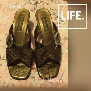 Brighton Shoes - Auth. Brighton golden brown sandals make an offer