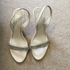 Jenny Packham Shoes - Sz 7 white Jenny Packham open toe sling back  pump
