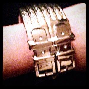 Jewelry - BOGO🆓NWT Double Buckle Textured Bracelet