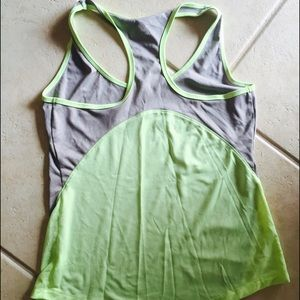 Semi-fitted workout tank top