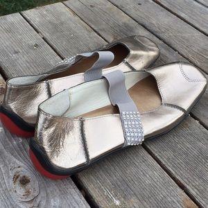 Hardy Amies Shoes - 🆕Metallic leather flats