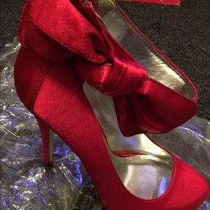 Michael antonio red shoes size 7