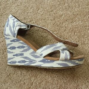 TOMS Shoes - Print wedge sandal