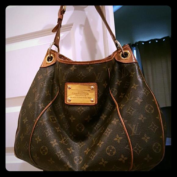 Louis Vuitton Handbags - Authentic Louis Vuitton Galleria PM bag 51836a802b1e6