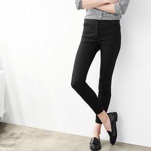 GAP Ultra Skinny Pants in Black