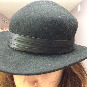 b9c928f044421 ASOS Accessories - Black granola hat