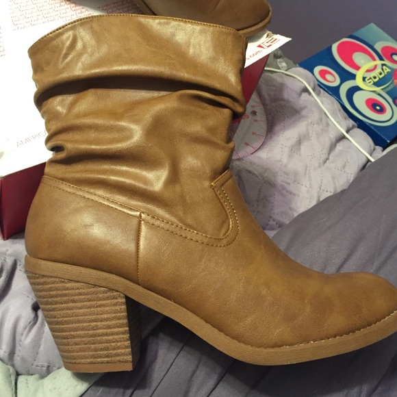 50 american eagle by payless shoes brown boots size
