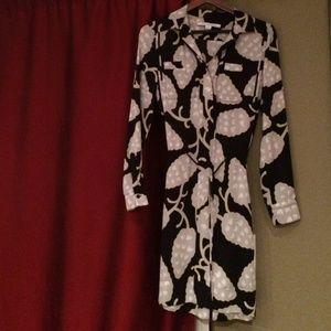 Diane von Furstenberg Dresses & Skirts - DVF silk print dress