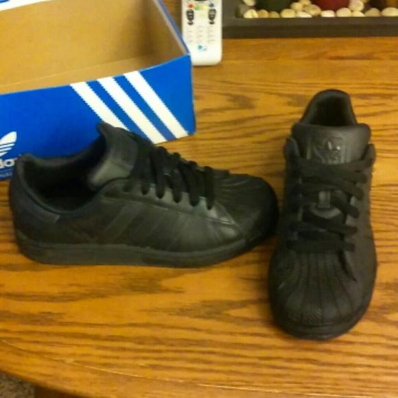 Adidas zapatos All negro Shell Toe poshmark