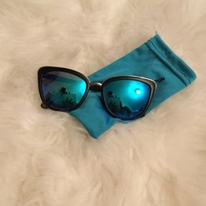 Cat eye frame sunglasses with color lenses