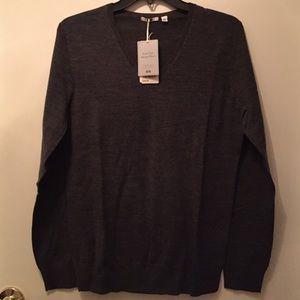 Uniqlo extra fine merino wool v neck sweater NWT
