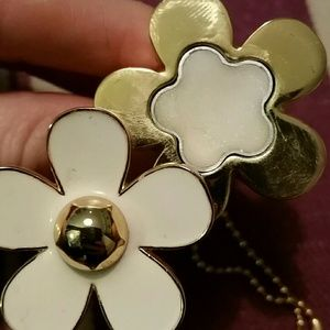 Marc Jacobs Jewelry - Marc Jacob's Daisy Glitter Perfume Ring Golden