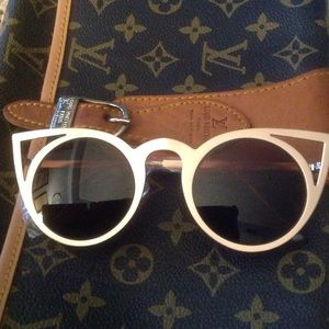 Accessories - Oversize Cat Sunglasses