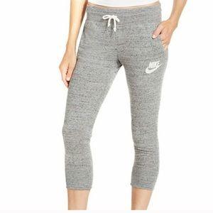 Nike Pants - Nike Capri drawstring pants