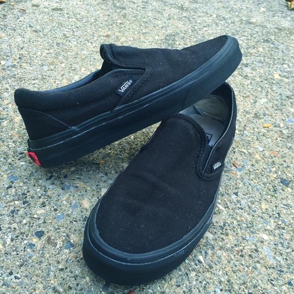 25b2dc7842e6 Vans Off The Wall Classic Black Slip-Ons. M 562fee1fd3a2a7f7b100089f