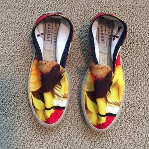 Retro floral print espadrille smoking slippers.