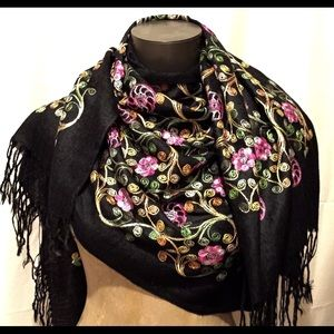 Accessories - Soft wool scarf with hand embroidered detail
