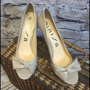 Unisa Shoes - SZ 10 UNISA PEEP TOE BOW PUMPS/SHOES