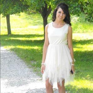 Alice moon Dresses & Skirts - Size S creamy formal dress