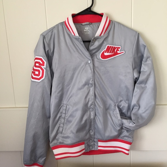 Retro Nike women s bomber jacket. M 56329febfbf6f96de7003375 aca34b325