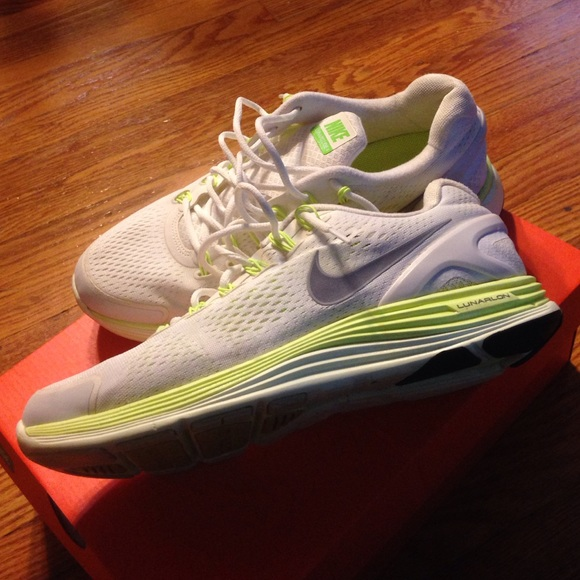 competitive price 4ca8c 4d711 Nike lunarlon dynamic support runing shoes. M5632a26b51e9ead015007686