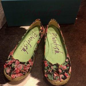 Blowfish Shoes - Blowfish Black Slip Ons Size 6 Adorable Flats!