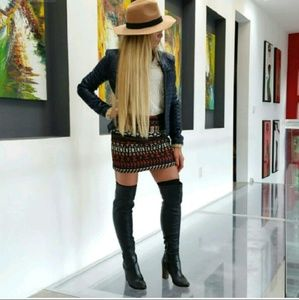 Vena Cava Dresses & Skirts - 💋 VENA CAVA Embroidered Fitted skirt