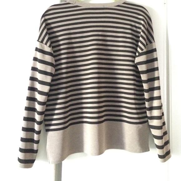 Zara Tops - Zara v-neck striped top
