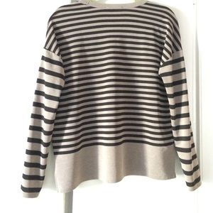 Zara Tops - Zara v-neck striped top