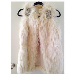 NWT Zara faux fur vest waistcoat cream beaded M