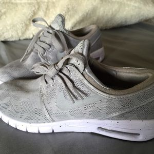 Gray Nike Air Max Janoskis