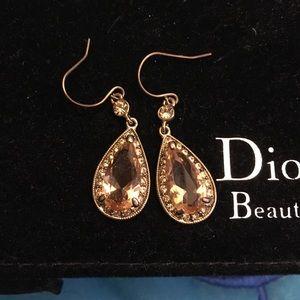 Jewelry - Dangling earrings