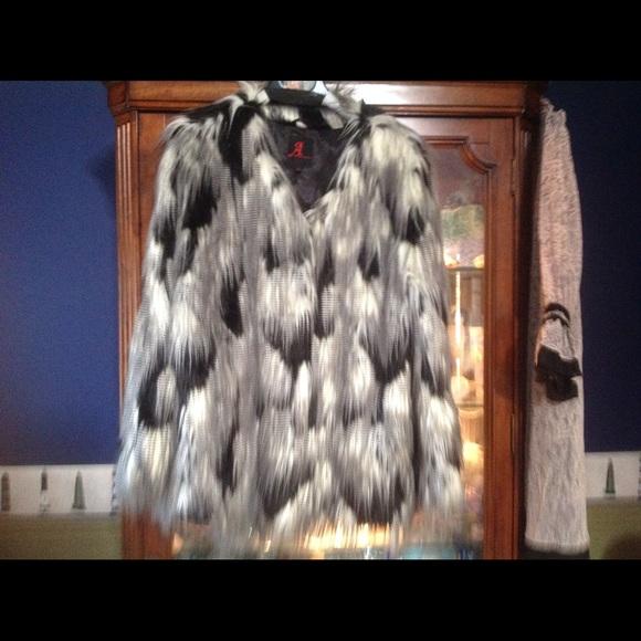 Landeau Jackets & Blazers - Unusual faux fur saw  on 2celebrities flash 🌺$150