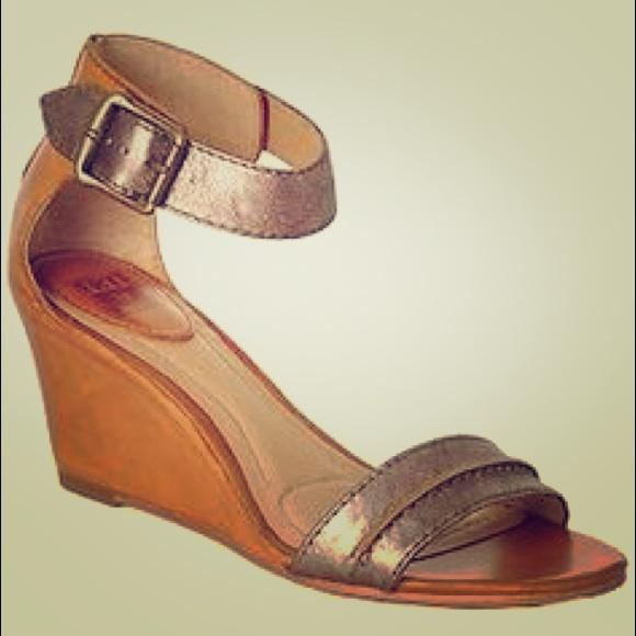 a1112b4ce378d Frye Shoes - Frye Wedge Sandals Carol Seam