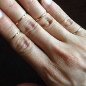 Set of gold knuckle rings