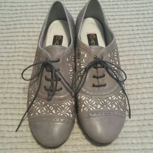 Everybody Shoes - Everybody laser cutout lace up loafers