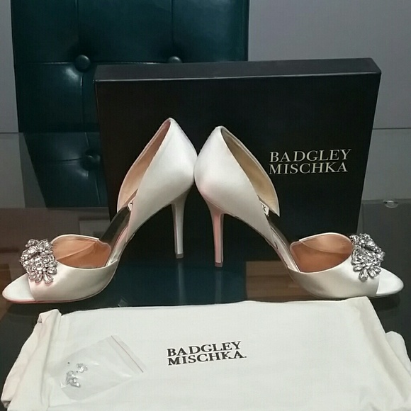 3196bf3a5cf1 Badgley Mischka Shoes - Badgley Mischka Giana shoe in Ivory