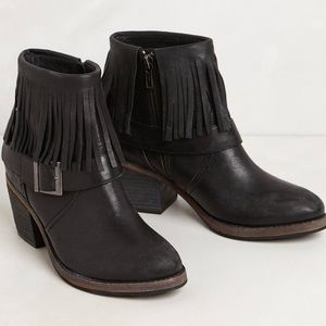 Free People Shoes - Gorgeous sold out Farylrobin Fringe Ankle Boots
