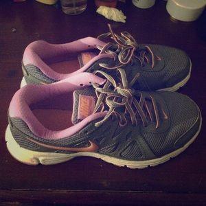 6.5 women Nike running sneakers