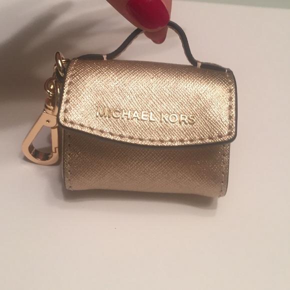 f81c2327fdca Micheal Kors Ava Saffiano coin purse keychain gold.  M_5636c321afcd0e3fb801f293