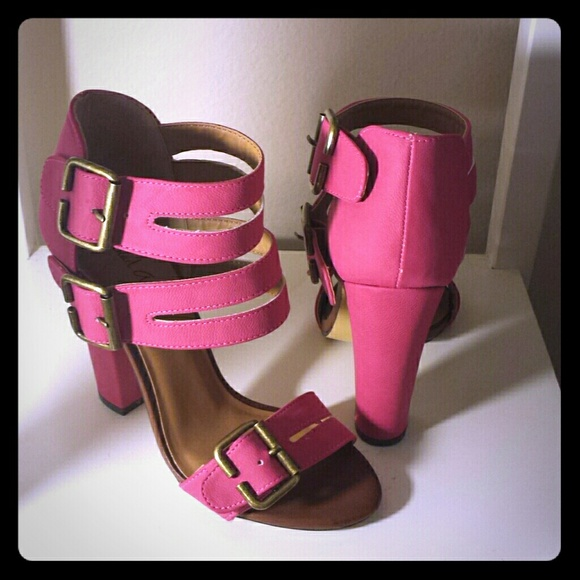 5617e115ee3 Hot Pink block heel Strappy Sandal. M 5636e37044adba3a2102159e