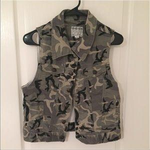 Camouflage printed vest