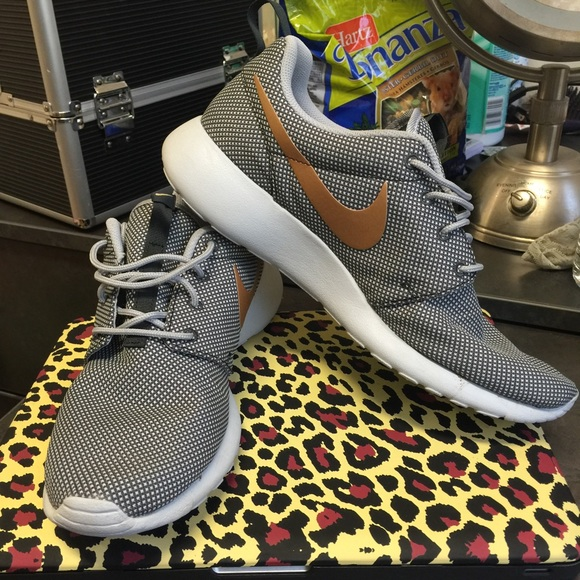 Nike Roshe Gray And Gold