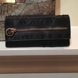 henri bendel Accessories - Black Henri Bendel wallet